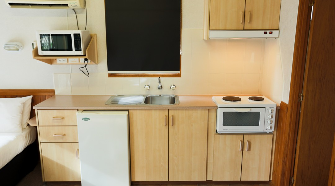 1 bedroom cabin 5 berth kitchen self contained melbourne accommodation
