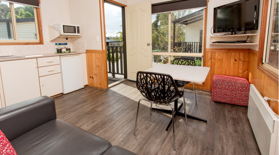 BIG4 Melbourne Accommodation One Bedroom Deluxe Cottage 2 berth 900px 02