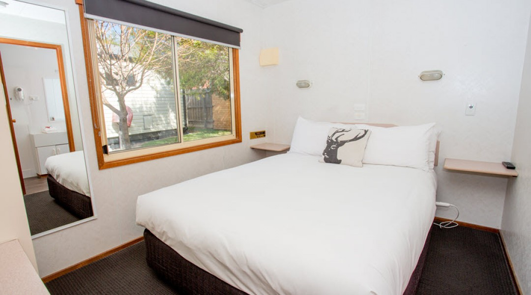 BIG4 Melbourne Accommodation One Bedroom Deluxe Cottage 2 berth 900px 07