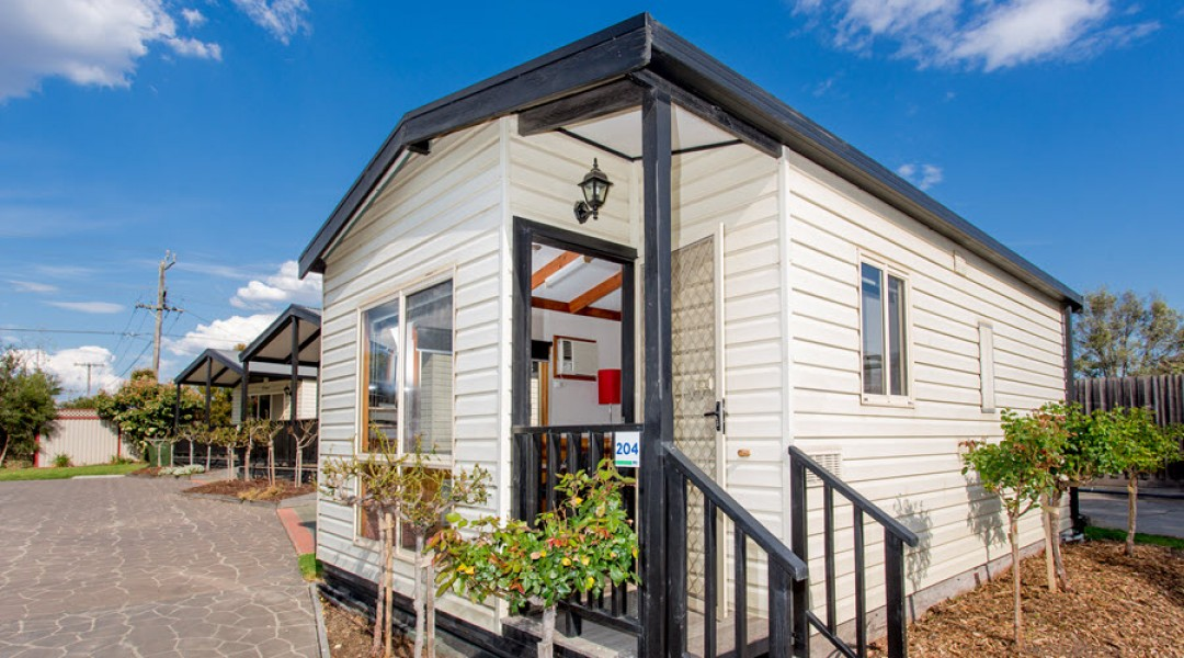 BIG4 Melbourne Accommodation One Bedroom Deluxe Cottage 2 berth 900px