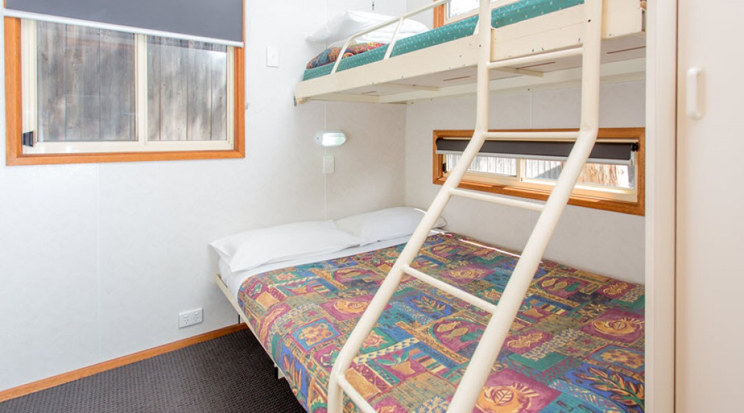 BIG4 Melbourne Accommodation One Bedroom Deluxe Cabin 5 berth 900px 06