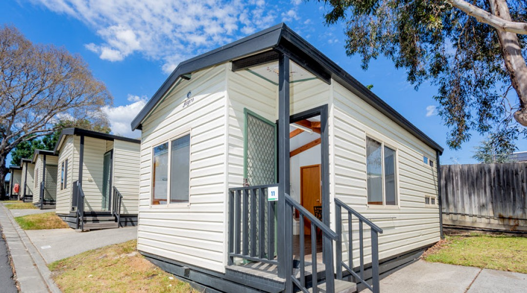 BIG4 Melbourne Accommodation One Bedroom Deluxe Cabin 5 berth 900px 00