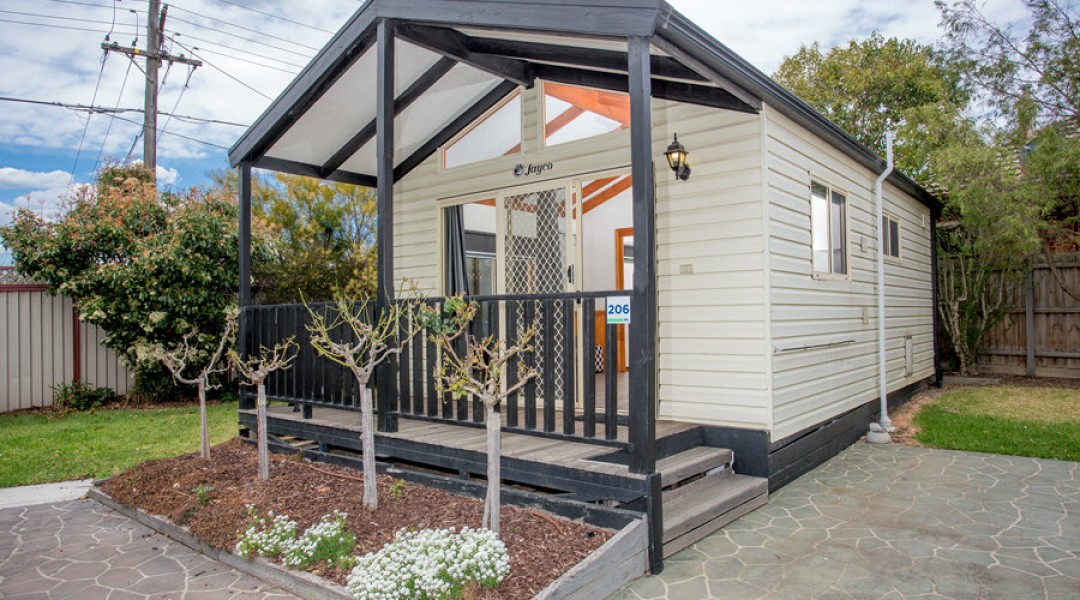 BIG4 Melbourne Accommodation One Bedroom Spa Cottage 2 berth 900px 1