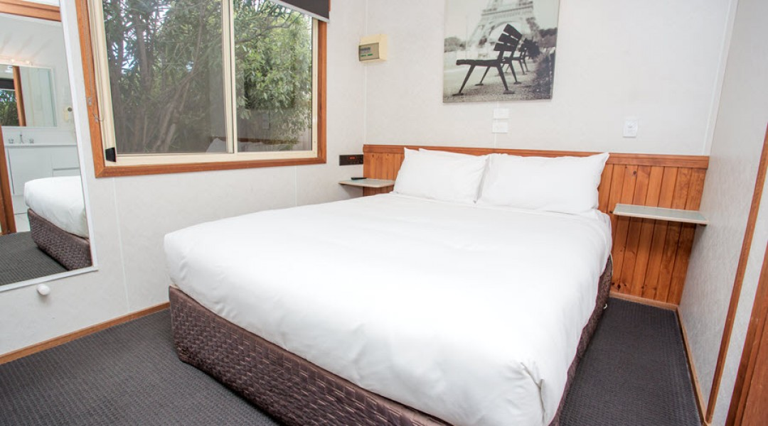 BIG4 Melbourne Accommodation One Bedroom Spa Cottage 2 berth 900px 12