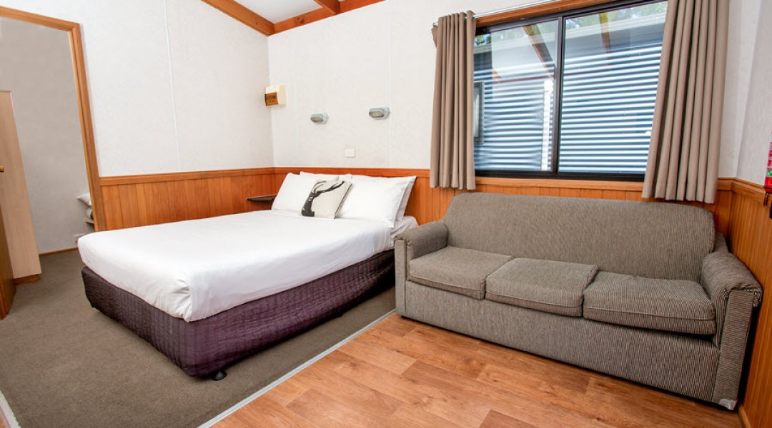 BIG4 Melbourne Accommodation One Bedroom Superior Cabin 5 berth 900px 10