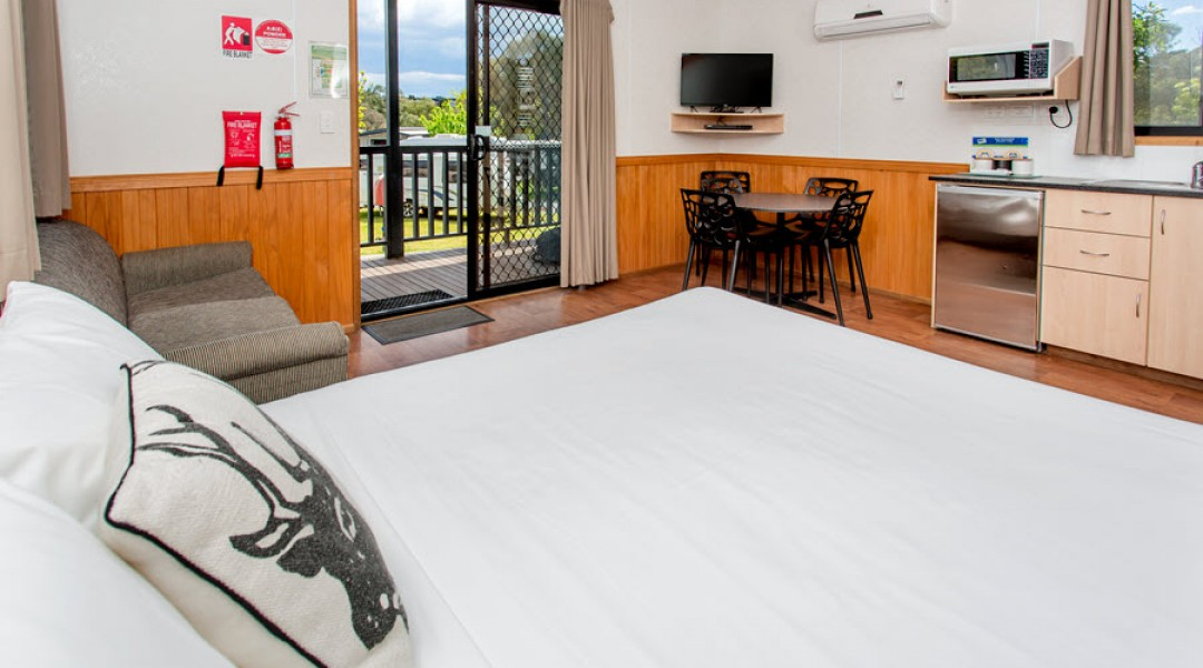 BIG4 Melbourne Accommodation One Bedroom Superior Cabin 5 berth 900px 12