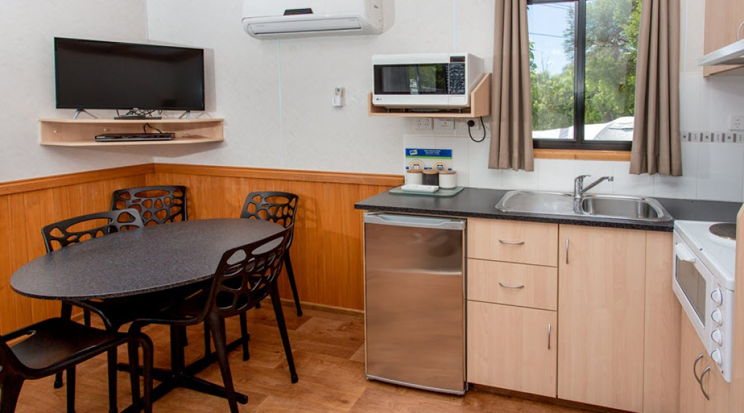 BIG4 Melbourne Accommodation One Bedroom Superior Cabin 5 berth 900px 04
