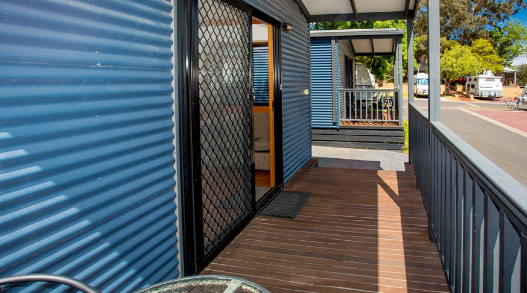 BIG4 Melbourne Accommodation One Bedroom Superior Cabin 5 berth 900px 02