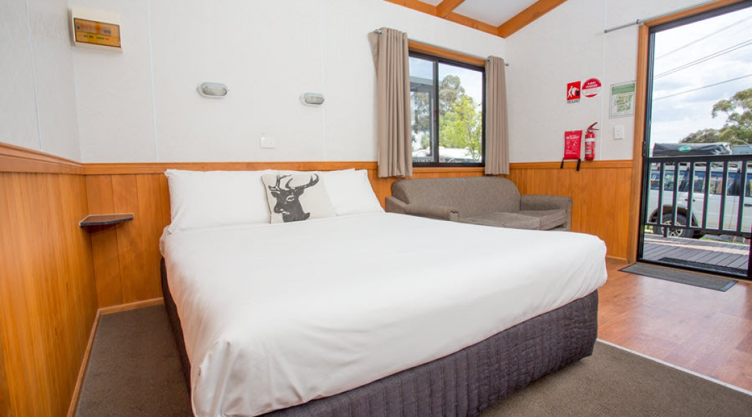 BIG4 Melbourne Accommodation One Bedroom Superior Cabin 5 berth 900px 06