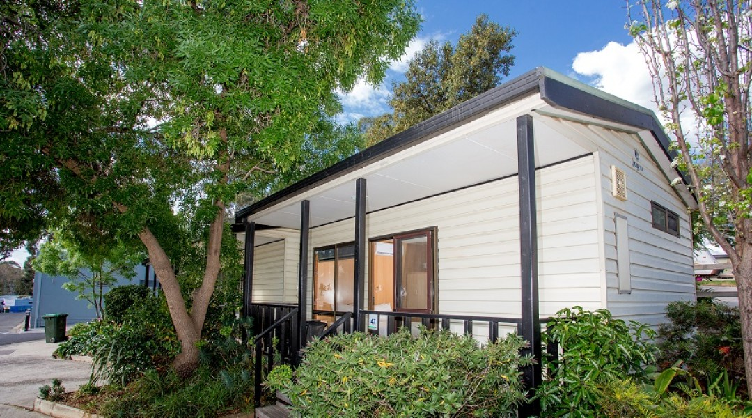 BIG4 Melbourne Accommodation Studio Cabin 2 berth 900px 11
