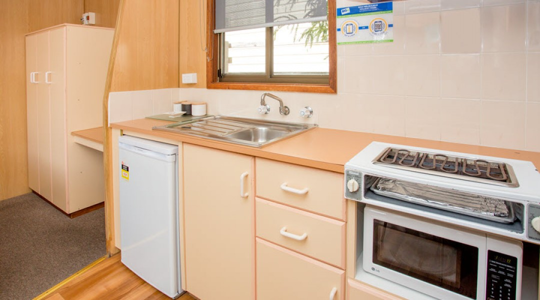BIG4 Melbourne Accommodation Studio Cabin 2 berth 900px 7