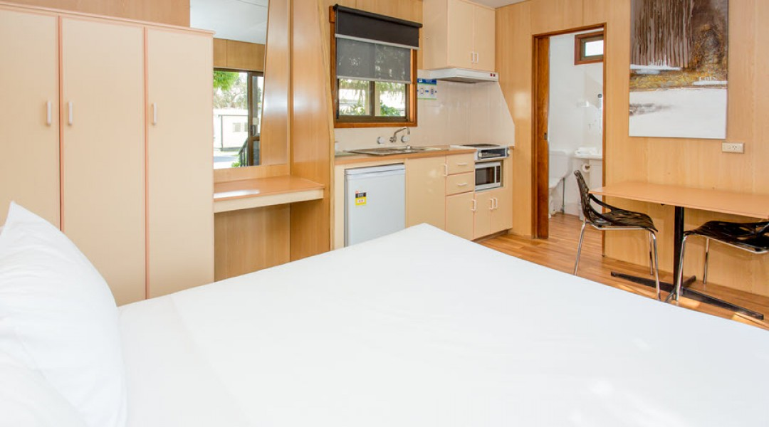 BIG4 Melbourne Accommodation Studio Cabin 2 berth 900px 8