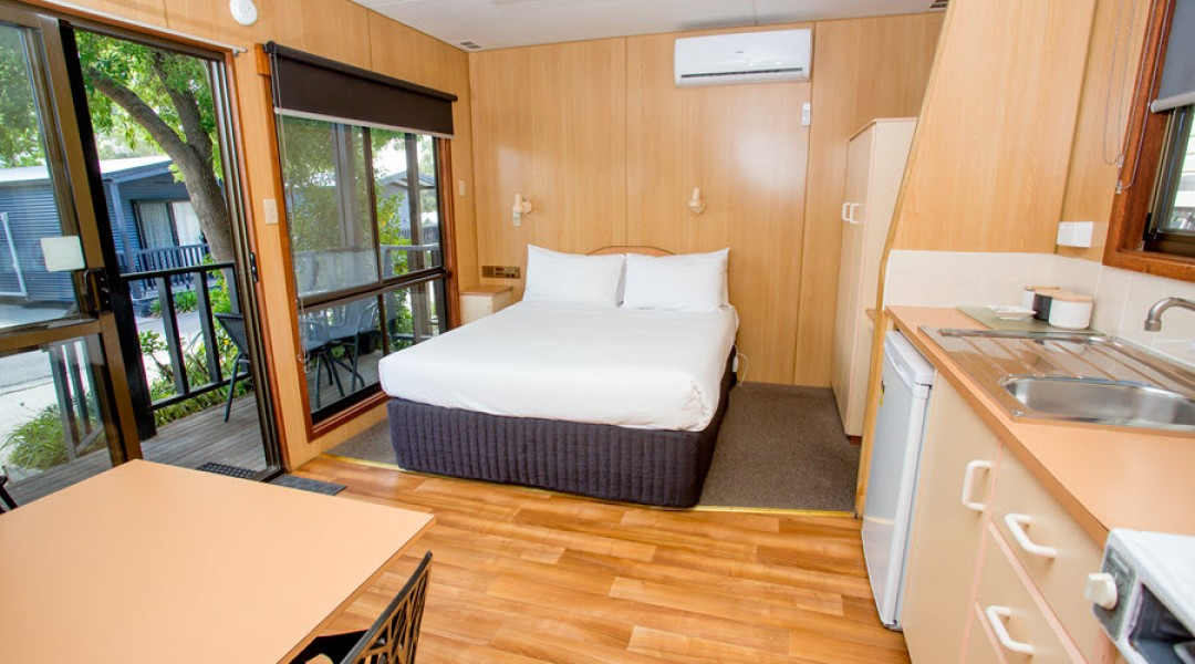 BIG4 Melbourne Accommodation Studio Cabin 2 berth 900px 6